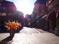 Farbenspiel in einer Seitenstraße