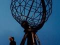 Seit jeher hat der äußerste Norden Menschen fasziniert. Die nördlichsten Klippen Europas sind für viele zu einem Sehnsuchtsort und der berühmte Globus auf den majestätischen Klippen ein Symbol für das Nordkap geworden.