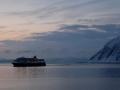 Zwei Mal täglich legt ein Hurtigruten-Schiff im Hafen von Honningsvåg an.
