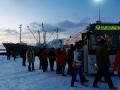 Während abenteuerliche Touristen im Winter auf Nordlichter hoffen können, entscheiden sich die meisten Besucher für eine Reise im Sommer, wenn die Mitternachtssonne die Nächte erhellt.