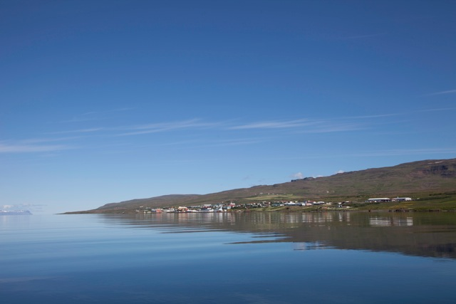 Hvammstangi vom Meer aus gesehen