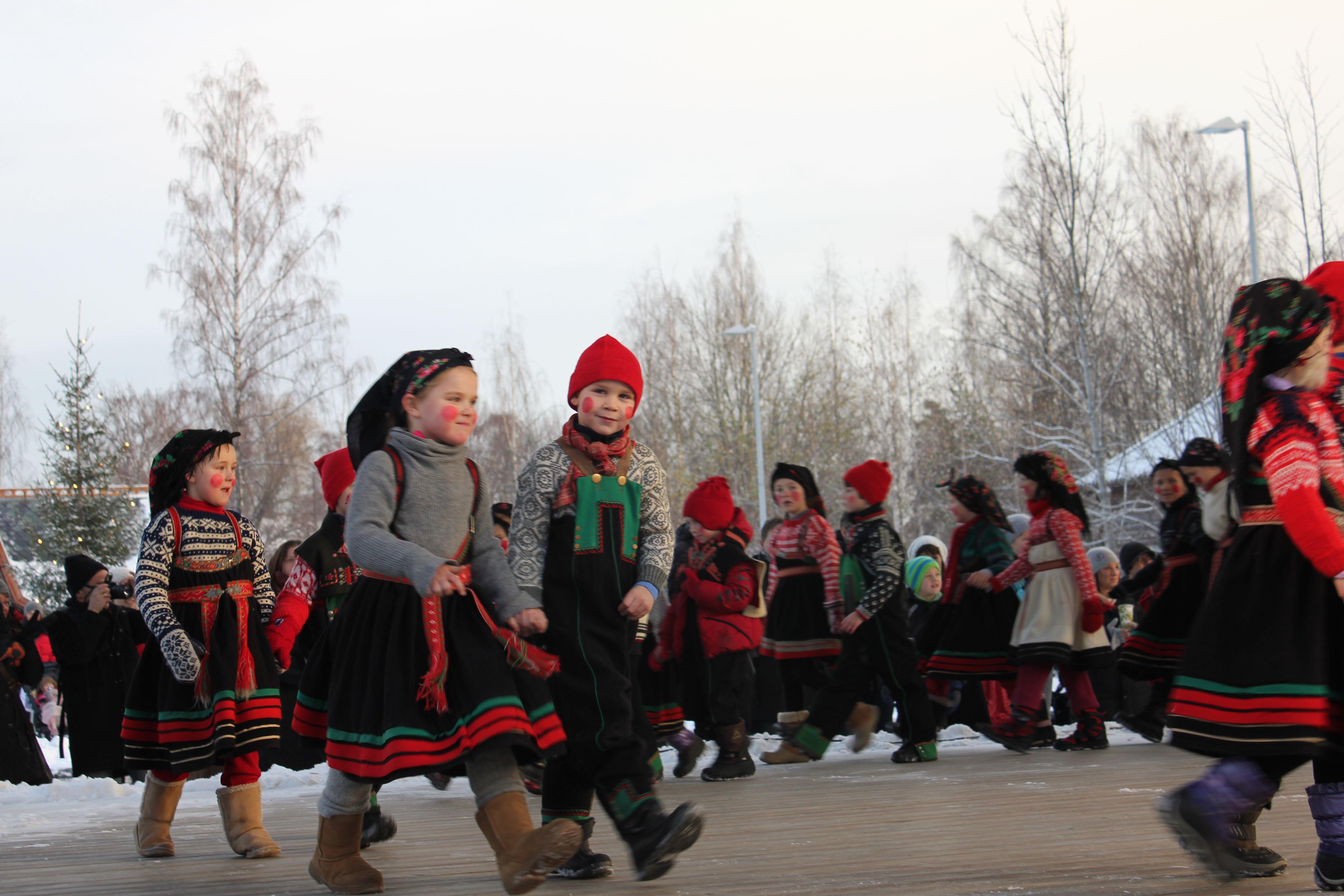Am ersten Adventssonntag und am 25. Dezember tragen Kinder in Norwegen Wilchtelkostüme. FOTO: Theresa Søreide/Norsk Folkemuseum - Visitnorway.com