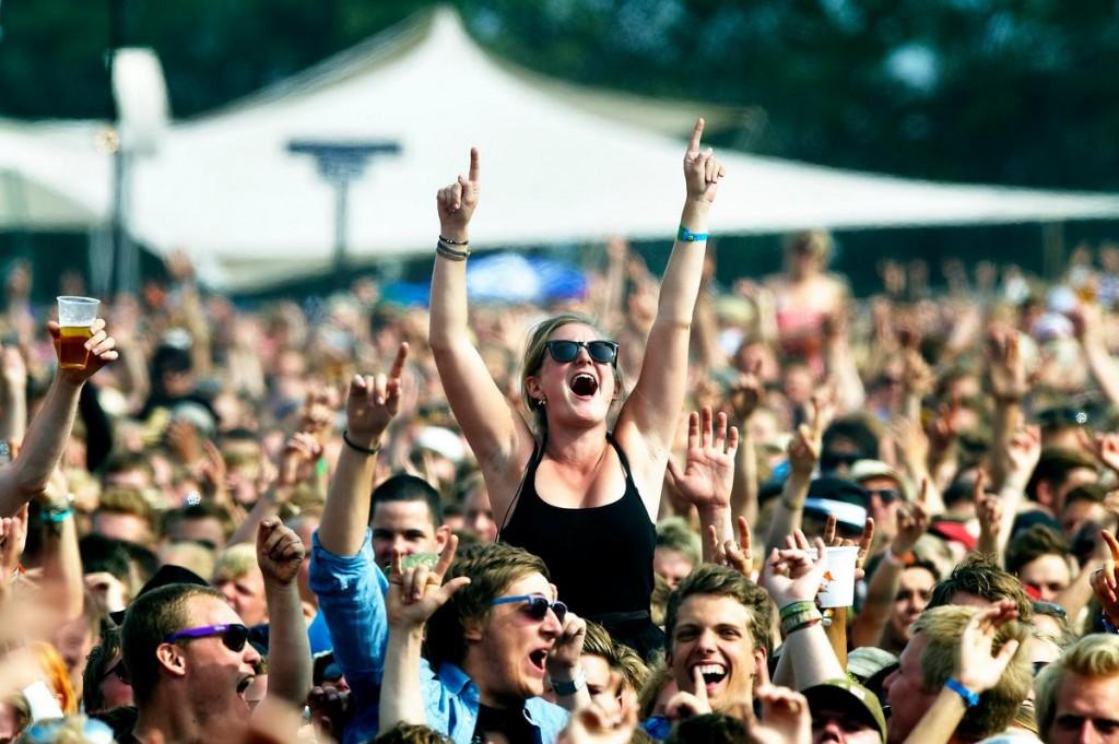 Girl in crowd / 2010 Foto Jens Dige / ROCKPHOTO